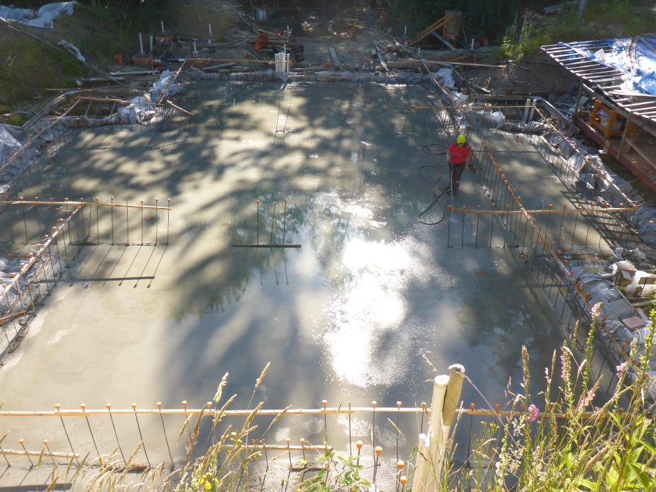 Flooding Concrete Slab For Curing
